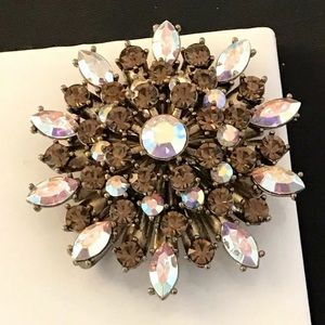 Vintage Crystal Brooch Antique Gold Tone 9A